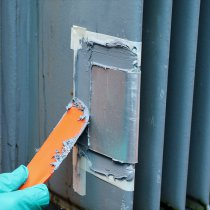 Wyciek oleju z transformatora usunięty u klienta z użyciem materiału Belzona 1212