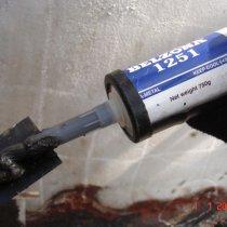 Płyty wzmacniające zespojone w miejscach uszkodzeń z użyciem materiału Belzona 1251 (HA-Metal)