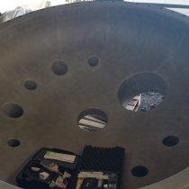 Pokrywa reaktora w zakładzie chemicznym wymagająca zabezpieczenia