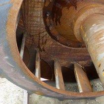 Skorodowana łopata wentylatora w elektrowni w Kanadzie
