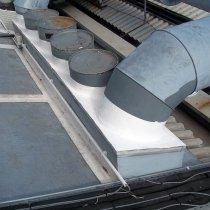Kompleksowo wzmocnione połączenie z użyciem materiału Belzona 3111 (Flexible Membrane) zapewniającego szczelność dachu