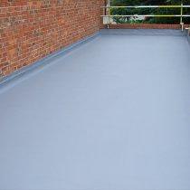Dach uszczelniony i zabezpieczony przed przedostawaniem się wody po zastosowaniu materiału Belzona 3111 (Flexible Membrane)