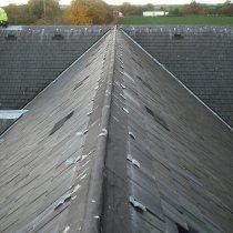 Uszkodzone połączenia dachu spadzistego