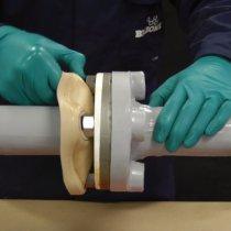 Materiał Belzona 3411 (Encapsulating Membrane) można w prosty sposób zdjąć