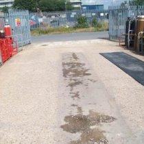 Beton z uszkodzeniami pod wpływem uderzeń podczas wyładowywania butli z gazem