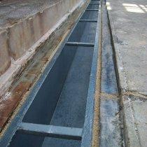 Rynna stalowa zamontowana z użyciem fug z materiału Belzona 4151 (Magma-Quartz Resin)