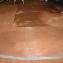 Eksploatowana od wielu lat podłoga w mleczarni narażona na oddziaływanie gorących czyszczących substancji chemicznych