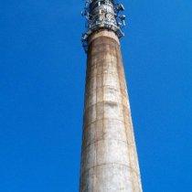 Uszkodzony komin betonowy