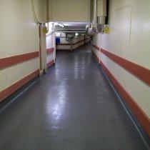 Podłoga szpitalna po szybkiej naprawie i zabezpieczeniu materiałem Belzona 5231 (SG Laminate)