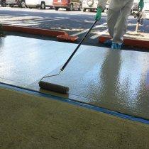 Zabezpieczenie powierzchni na zewnątrz z użyciem materiału Belzona 5231 (powłoka bazowa) i powłoki wierzchniej w kolorze szarym Belzona 5233 Grey